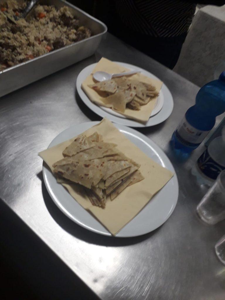 Due piatti pronti per essere serviti