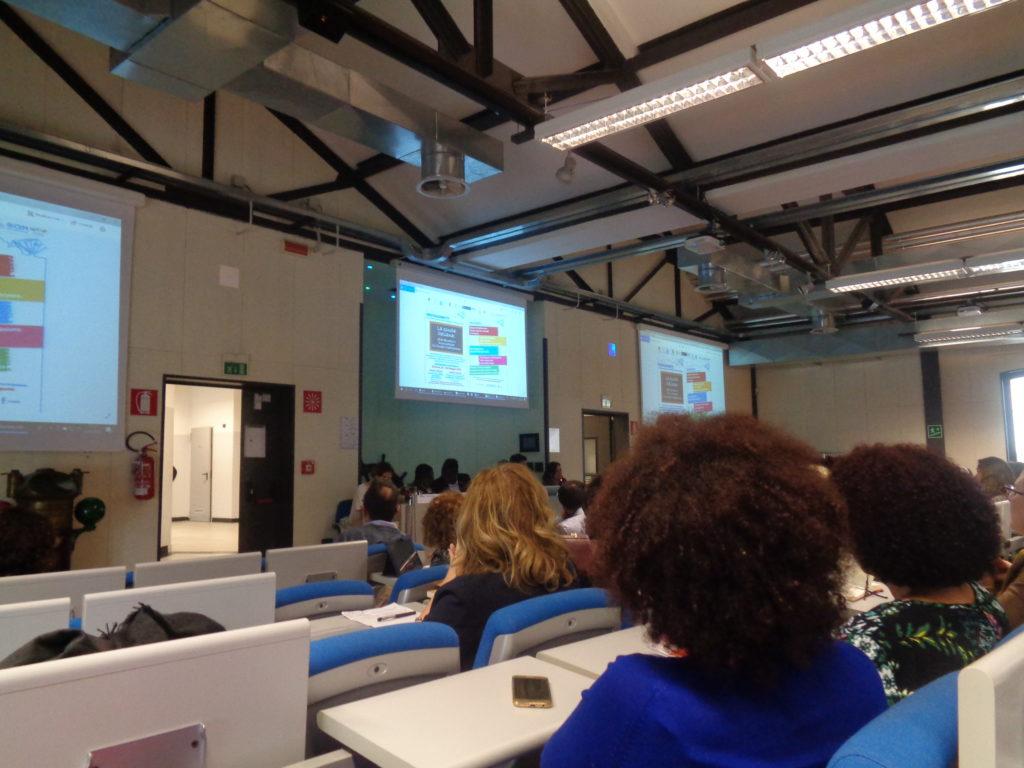 I volontari guardano la presentazione