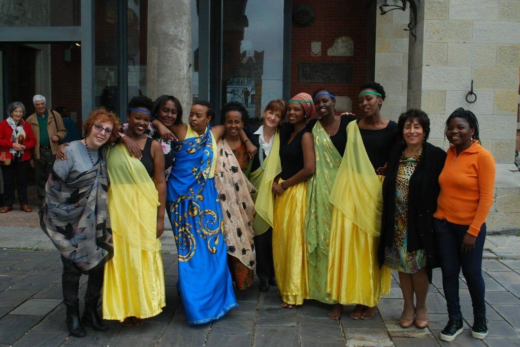 Foto di gruppo dell'evento della festa della Tanzania